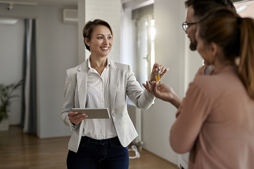 What's the Difference Between Property Managers and HOAs?