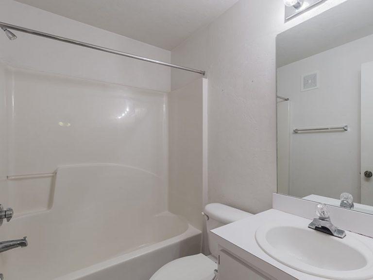 CountrySide at the University apartment interior - en suite bathroom