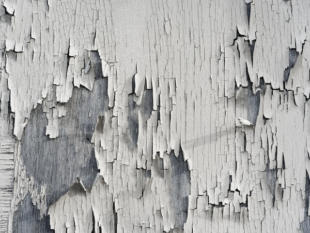 Peeling paint that could be lead-based